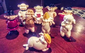 Vintage 1980s Danbury Mint PIGGIES collectibles for Sale in Puyallup, WA