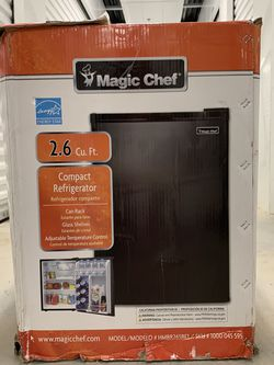 Magic Chef Mini Fridge for Sale in Suwanee,  GA