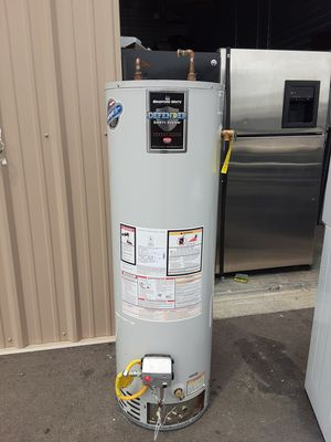 BRADFORD WHITE GAS WATER HEATER for Sale in Arvada, CO