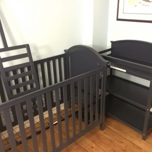 Crib/Toddler Bed and Changing Table for Sale in Winchester, MA