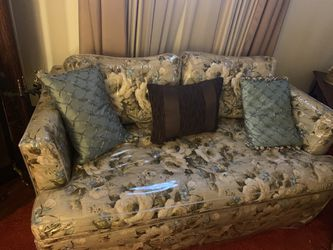 Couch And Love Seat set for Sale in Cleveland,  OH