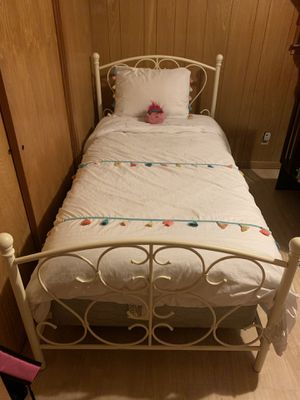 Twin bed for Sale in Orange, TX