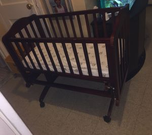 Baby crib for Sale in Boston, MA