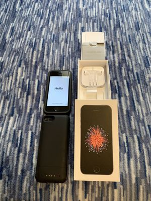 iPhone SE 32 GB with Otterbox and Mophie Charging Case for Sale in Murfreesboro, TN