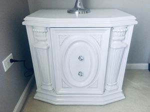 Beautiful vintage shabby chic nightstand for Sale in Bolingbrook, IL