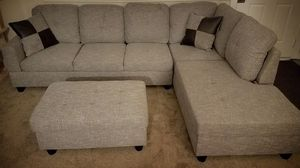 New light gray linen fabric sectional couch with storage ottoman for Sale in Kent, WA