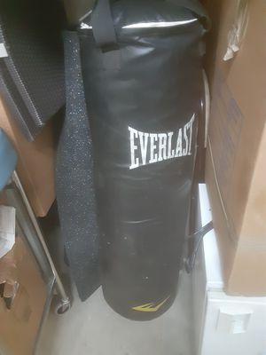 Everlast punching bag for Sale in Cerritos, CA
