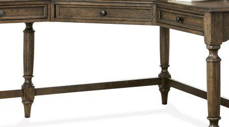 Riverside Furniture Cordero Corner Desk for Sale in Warrenton,  VA