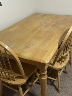 Dining Table With 3 Chairs for Sale in NJ,  US