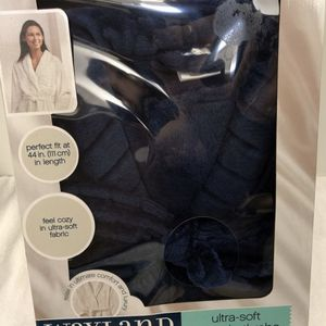 "Wayland Square Ultra Soft Luxury Bathrobe One size fits most. 44"" length. New in box BLUE (Pick up only) for Sale in Alexandria, VA"
