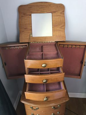 Standing jewelry box for Sale in West Bloomfield Township, MI