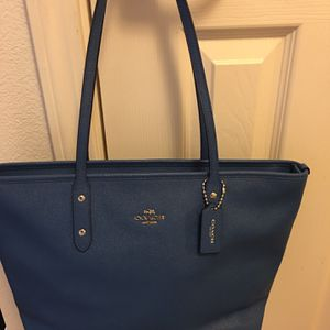Beautiful blue authentic coach leather purse for Sale in Riverside, CA
