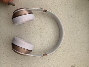 Beats solo3 wireless headphones rose gold pink for Sale in San Diego, CA