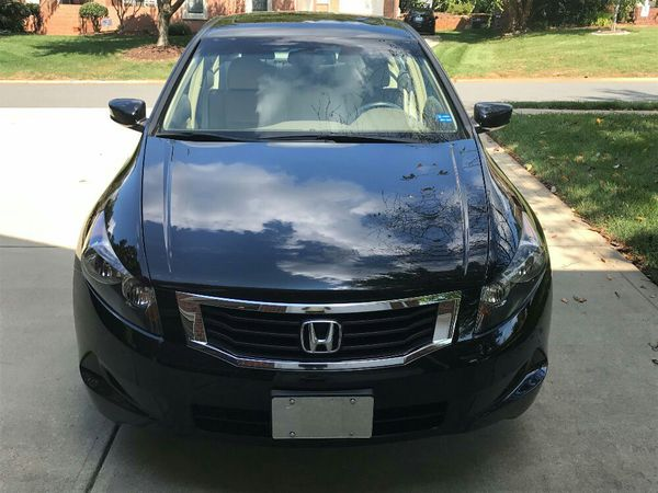 2OO8 Honda Accord clean title in hand ! FWD RUNS EXCELLENT!!!