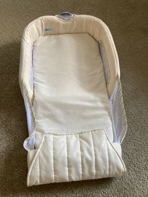Co sleeper for baby for Sale in Manchester, CT