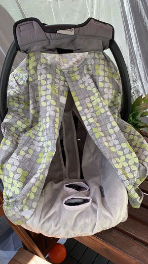 Graco car seat with base, canopy cover, & carseat cover for Sale in Hayward, CA