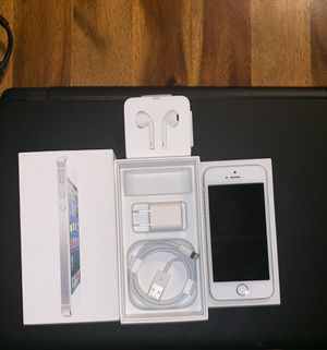 IPHONE 32gig 5 SE unlocked everything in each picture comes with it for Sale in Cleveland, OH