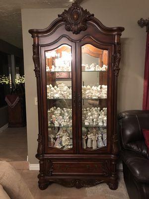 Curio Cabinet for Sale in Victorville, CA