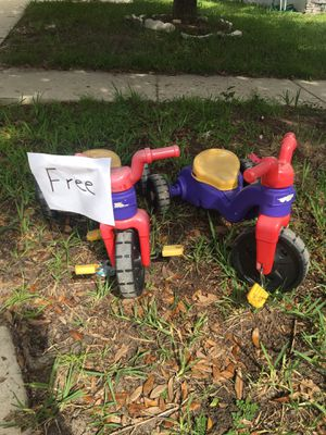 Free toddler tricycles for Sale in Riverview, FL