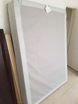 Free queen size bed and box spring for Sale in Oakland Park, FL