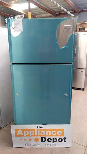New Frigidaire Top Freezer Refrigerator in Stainless Steel for Sale in Chula Vista, CA
