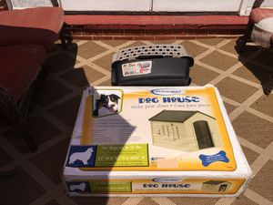 Suncast dog house 27 x 35 and pet carrier for Sale in Catonsville, MD