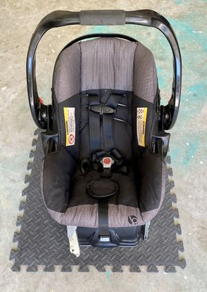 BabyTrend car seat and base. for Sale in Buford, GA