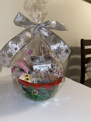 Christmas basket for Sale in Irwindale, CA