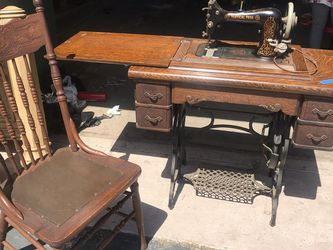 Beautiful Antique Sewing Machine Works Great for Sale in Coarsegold,  CA
