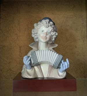 Lladro 5585 Fine Melody Clown Accordion Bust Mint Figurine w Base. Made In Spain for Sale in Boynton Beach, FL