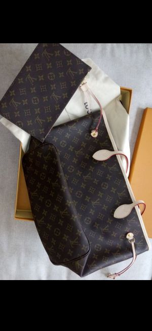 Lv Bag Neverfull MM for Sale in Hartford, CT
