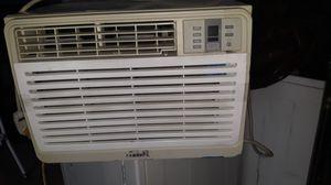 Aire acondicionado enfria bien 12,000btus for Sale in Bakersfield, CA
