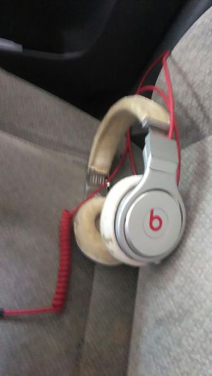 Beats studio 10$ they work great jus very worn for Sale in Columbus, OH