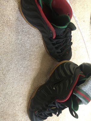 9/10 Condition Sz 10.5 GUCCI FOAMS COME GET TODAY ROCKVILLE MD!! for Sale in Rockville, MD