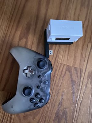 XBOX ONE CONTROLLER PLUS CHARGER for Sale in Henderson, NV