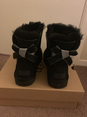 100% Authentic Brand New in Box UGG Bailey Bow Mini Boots / Color Black / Women size 6, 7, 10, 11 for Sale in Walnut Creek, CA