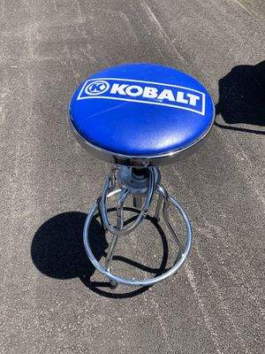 Kobalt Adjustable Hydraulic Stool Mechanic Seat Chair Work Shop Garage Bench sit used $45. for Sale in Elgin, IL