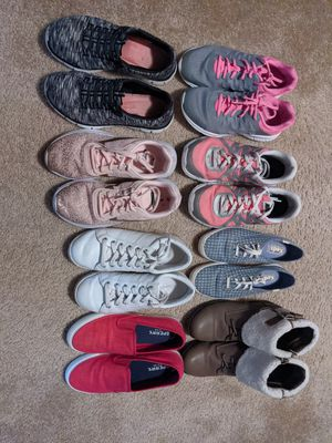 8 pairs of gently used women's shoes size 6 for Sale in Summit Point, WV