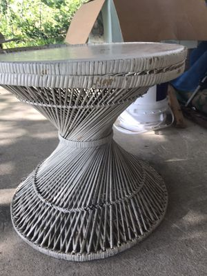 Vintage wicker round table for Sale in Waterboro, ME