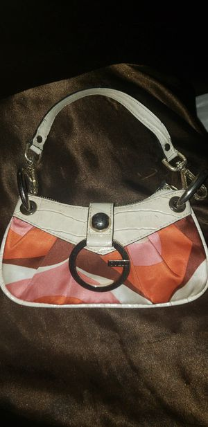 Guess purse wristlet for Sale in Columbus, OH