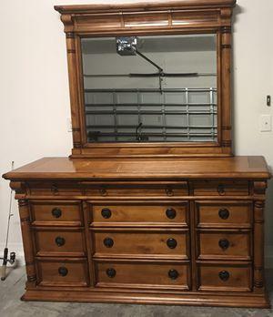 Dresser & nightstand for Sale in Ruskin, FL