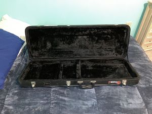 Hardshell guitar case for Sale in Stafford, VA