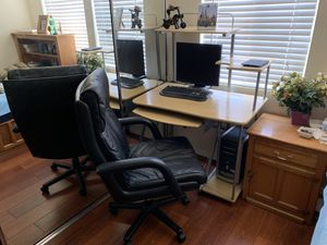 Computer Desk And Chair for Sale in El Cajon, CA