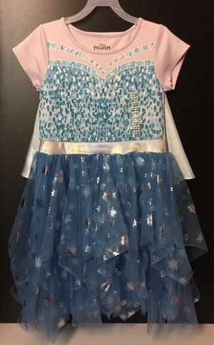 NEW Frozen Play Dress w/removable cape! for Sale in Green Bay, WI