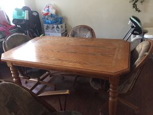 Table and chairs for Sale in Dinuba, CA