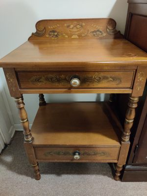 Lambert Hitchcock End Table for Sale in Clifton, NJ