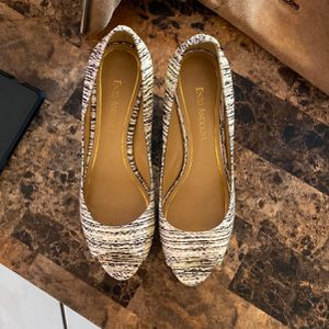 WOMENS SHOES Size 8 Heels for Sale in Hialeah, FL