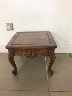 Small decor table for Sale in Fort Lauderdale, FL