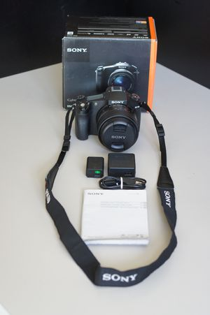 "Sony RX10 20MP camera w/ 24-200mm F2.8 Zeiss lens large 1"" sensor great for sports birding vacation nice photos and videos for Sale in Bellevue, WA"