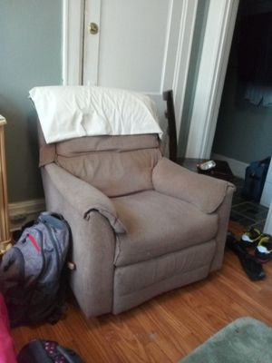 Recliner for Sale in Charleston, WV
